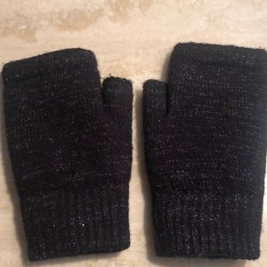 Black Delias gloves no tips fleece lined very soft